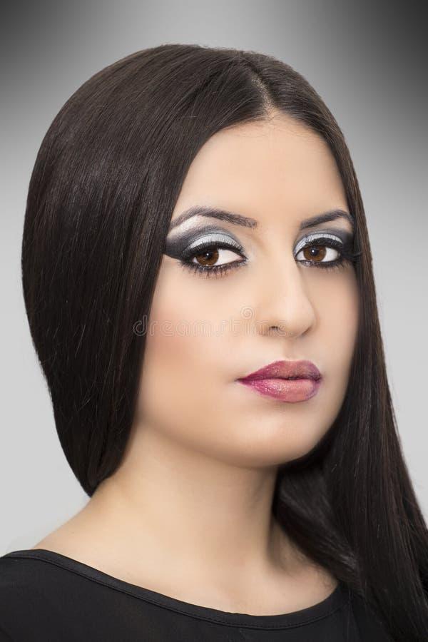 Brunetki młoda kobieta z moda makijażem obraz royalty free