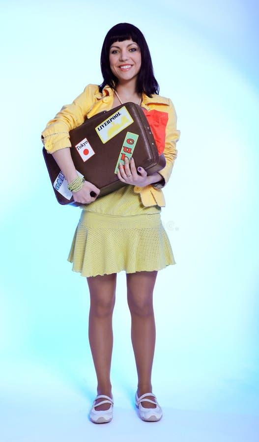 brunetki piękna walizka obraz royalty free