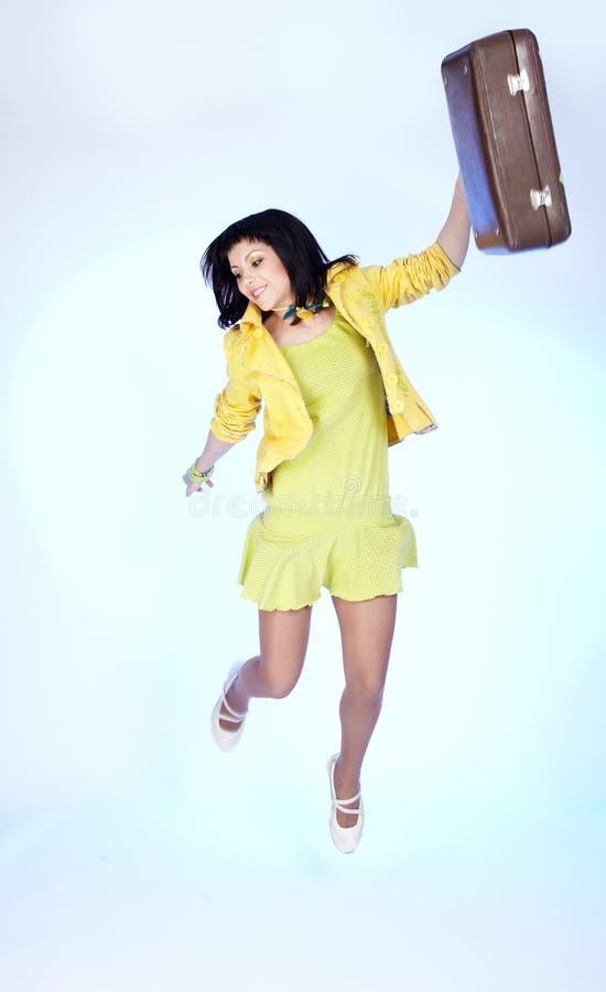 brunetki piękna walizka zdjęcia royalty free