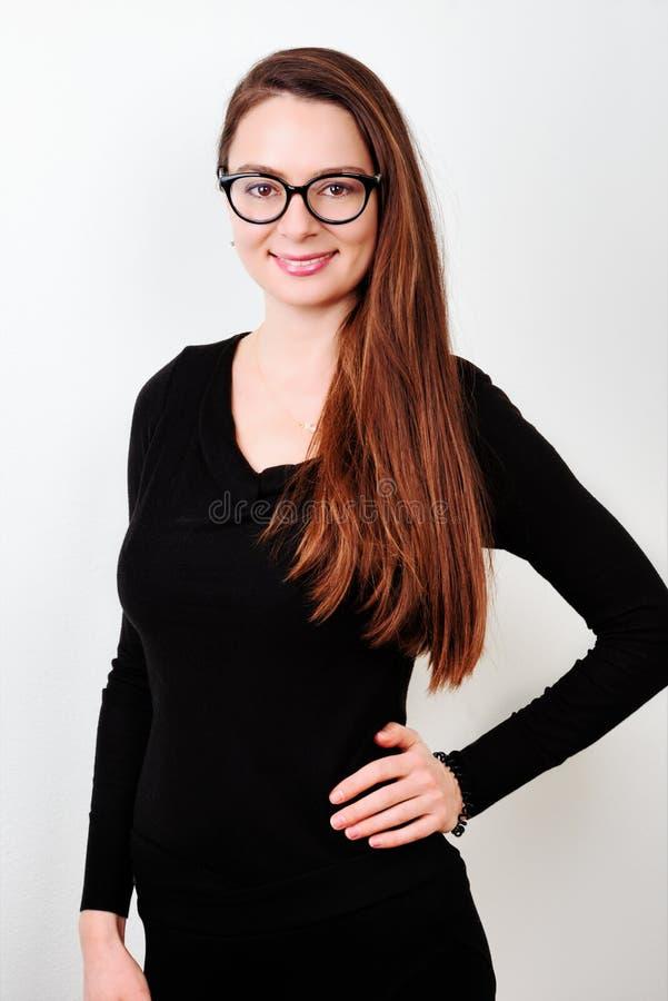 brunetki portreta uśmiechnięci potomstwa obraz stock