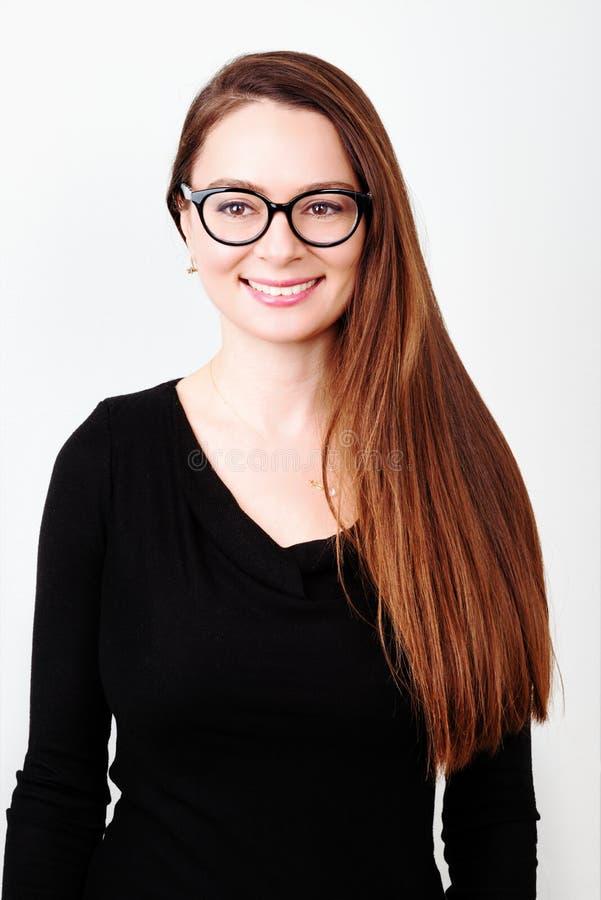 brunetki portreta uśmiechnięci potomstwa obrazy stock