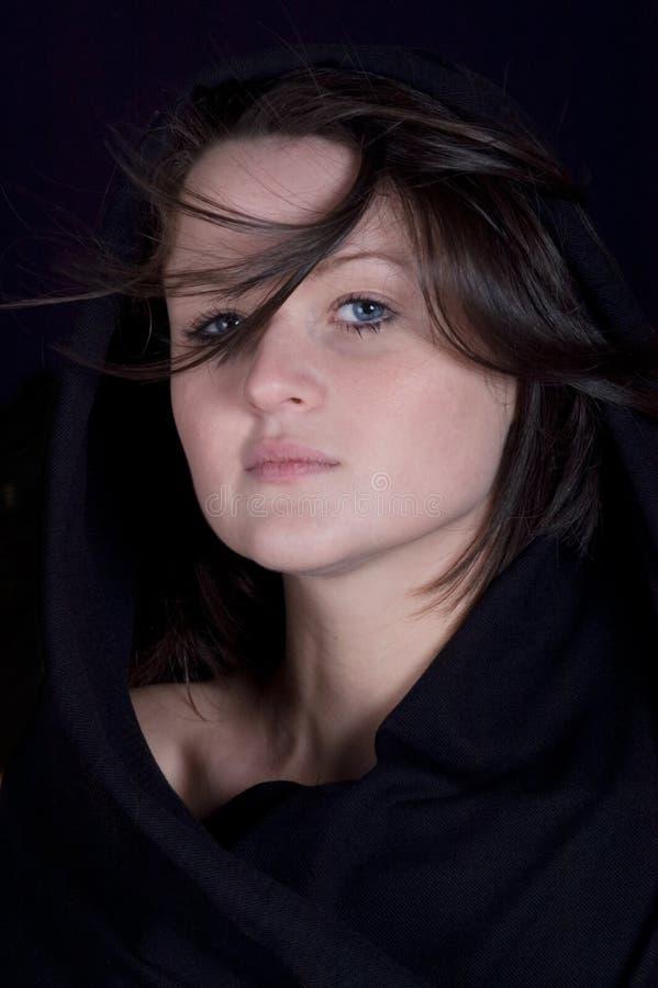 brunetki tajemniczego portreta ładni potomstwa fotografia stock