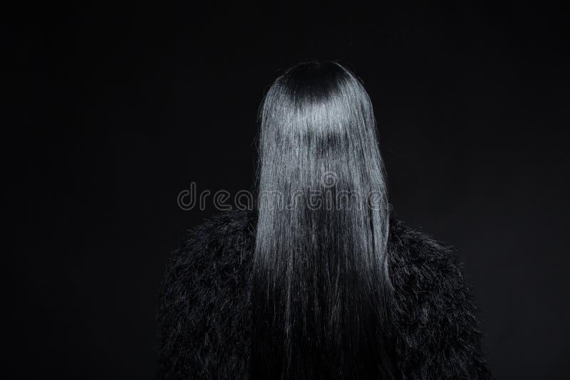 Brunetki wzorcowa kobieta w studiu zdjęcia royalty free