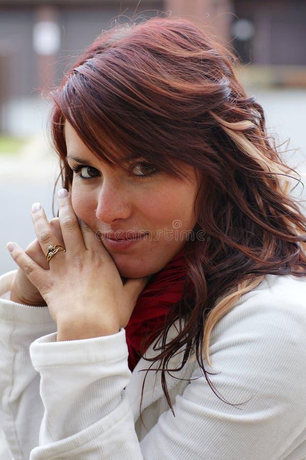 ????????? ??? ??????? brunette ??? ????? ???????? στοκ εικόνα με δικαίωμα ελεύθερης χρήσης