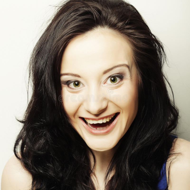 Brunette χαμόγελου, ευτυχής χρόνος στοκ εικόνες