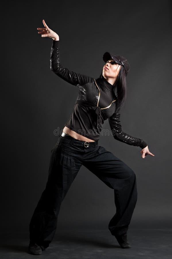 Brunette attirant dans la danse photographie stock