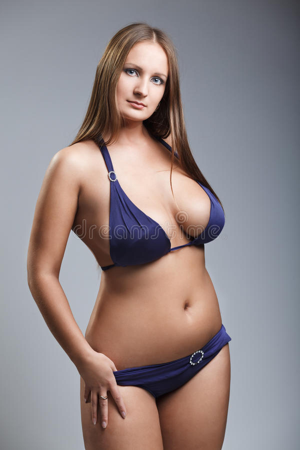 brunnette-in-bikini