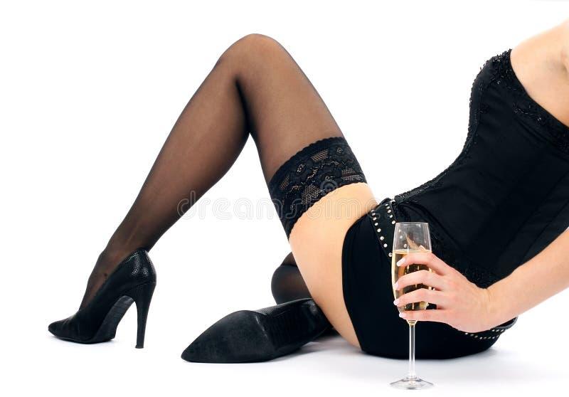 Brunette bonito com um vidro do champanhe fotos de stock royalty free