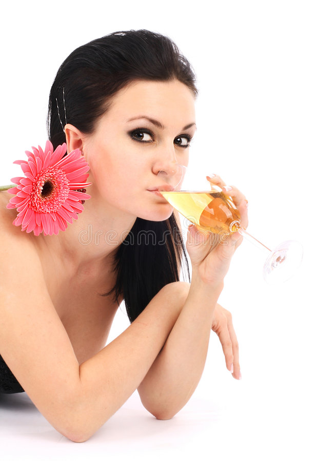 Brunette bonito com um vidro do champanhe fotos de stock