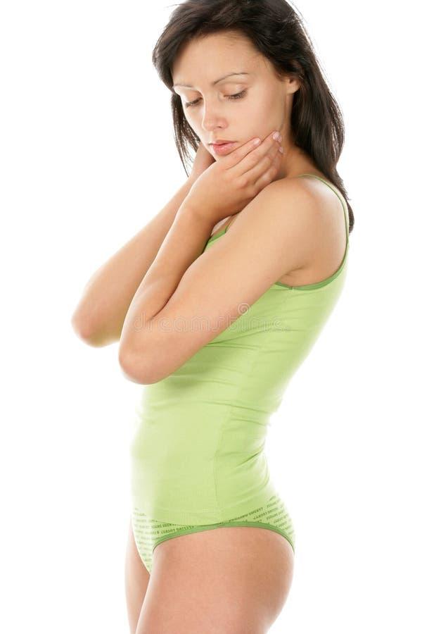 Brunette che porta biancheria intima verde immagine stock