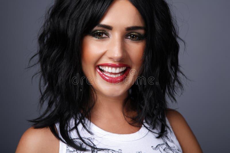 Brunette com cabelo curly. foto de stock