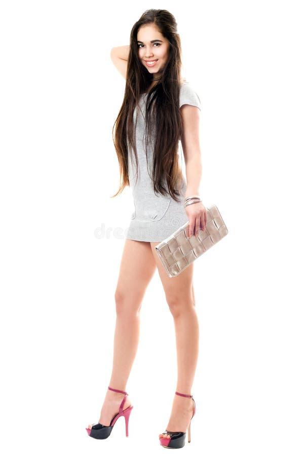Brunette de sorriso no vestido cinzento imagens de stock royalty free