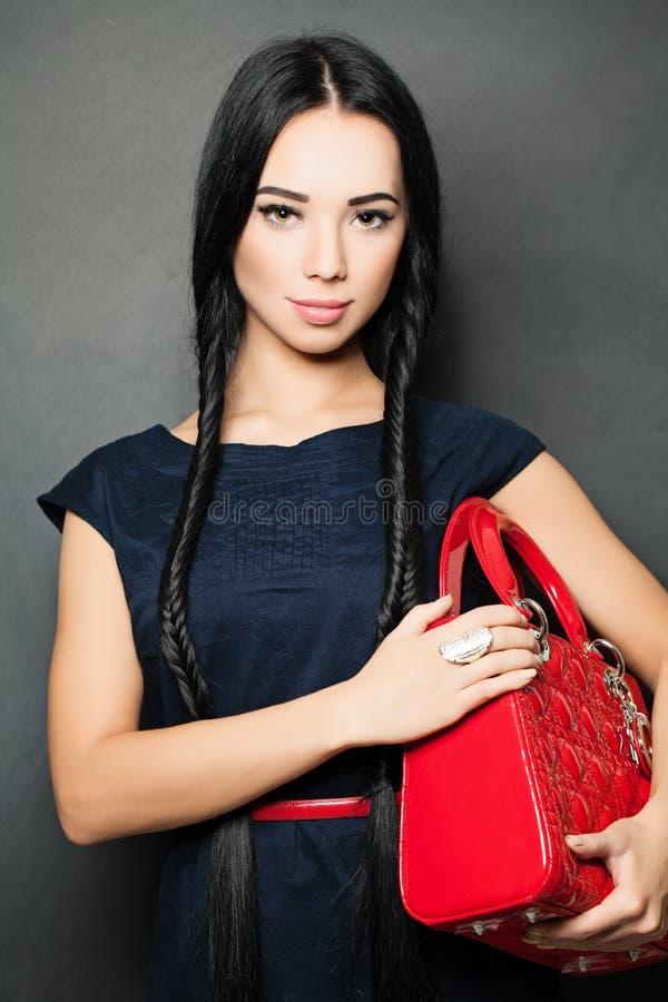 Brunette di modo Bello trucco e capelli scuri lunghi fotografia stock libera da diritti