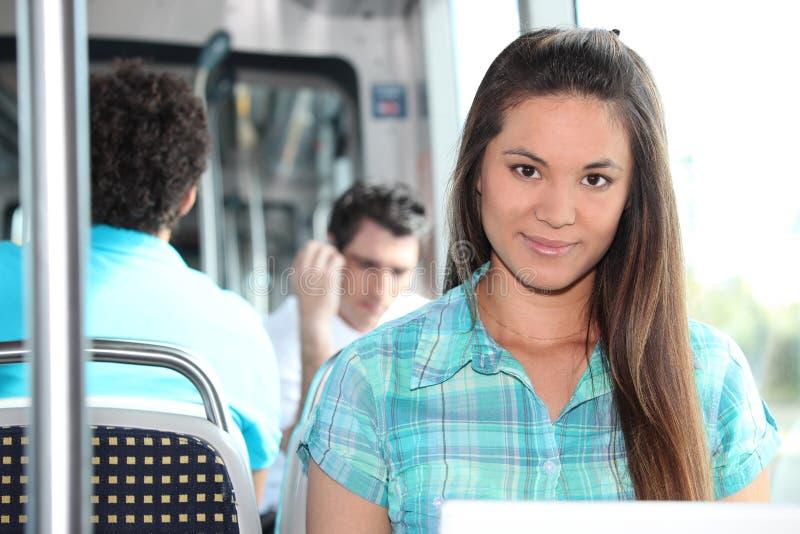 Brunette die op tram berijden stock fotografie