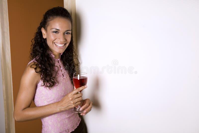 Brunette e vino rosso fotografia stock