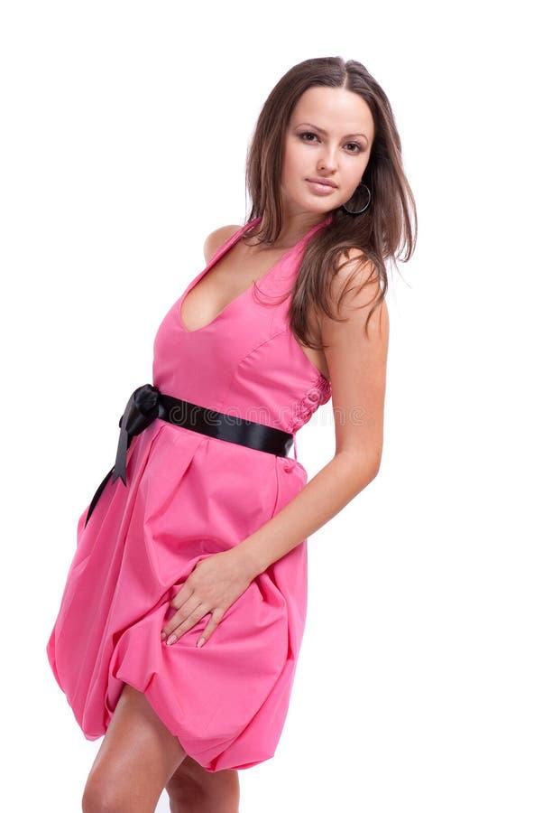 Brunette in een roze kleding stock afbeeldingen