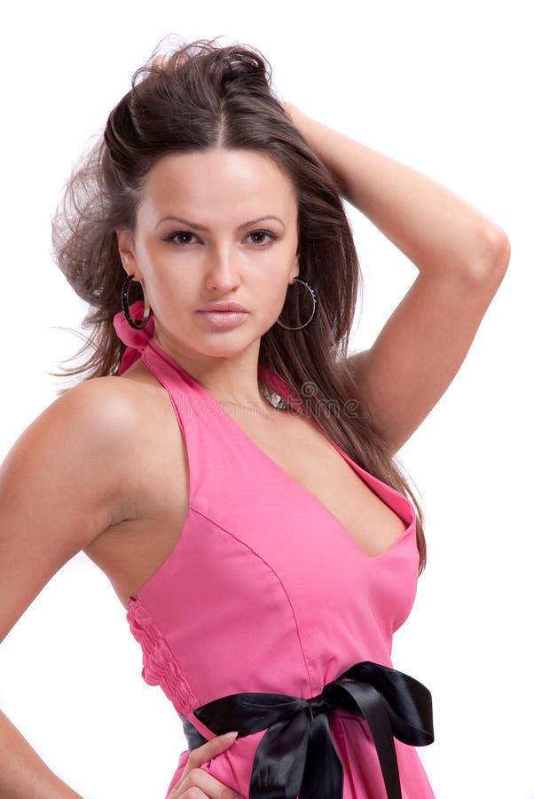 Brunette em um vestido cor-de-rosa imagem de stock royalty free