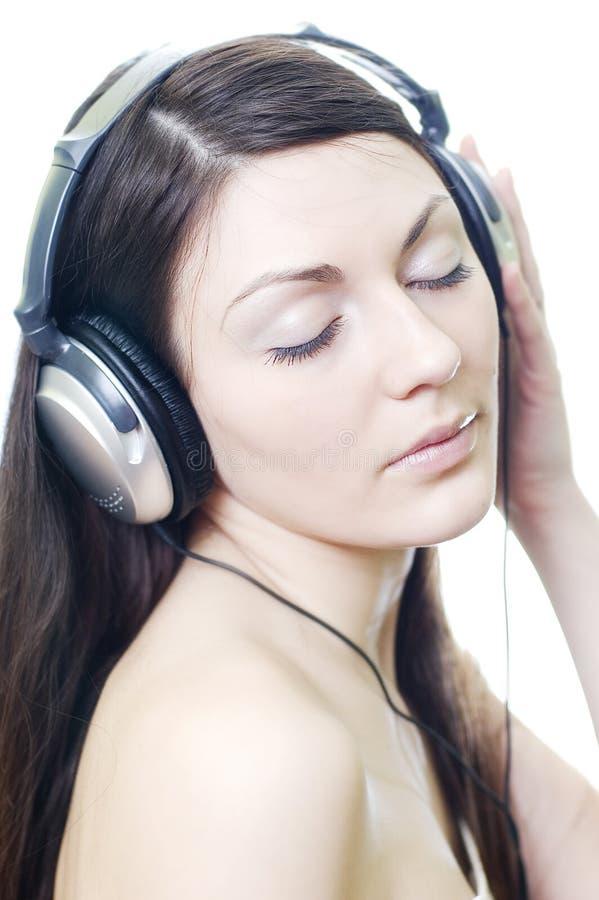 Morenita en auriculares imágenes de archivo libres de regalías