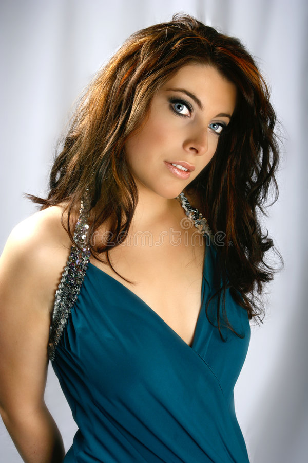 Brunette encantador com olhos azuis imagens de stock royalty free