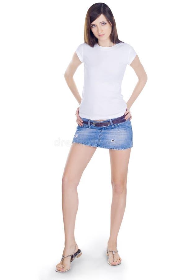 Brunette encantador na saia da sarja de Nimes foto de stock royalty free