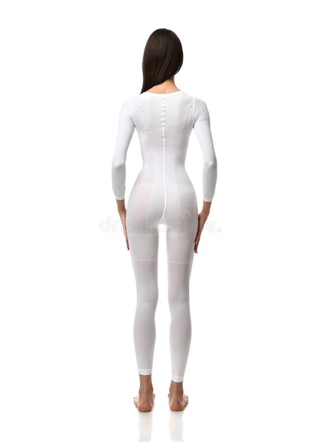 Brunette Frau des vollen Körpers im weißen einzelnen Gebrauchsklagenstoff bereit zum Heilkundeforschungsexperiment in voller Läng stockfotos