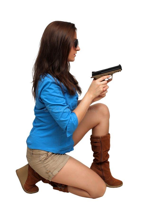 Brunette hermoso con una arma de mano fotos de archivo libres de regalías
