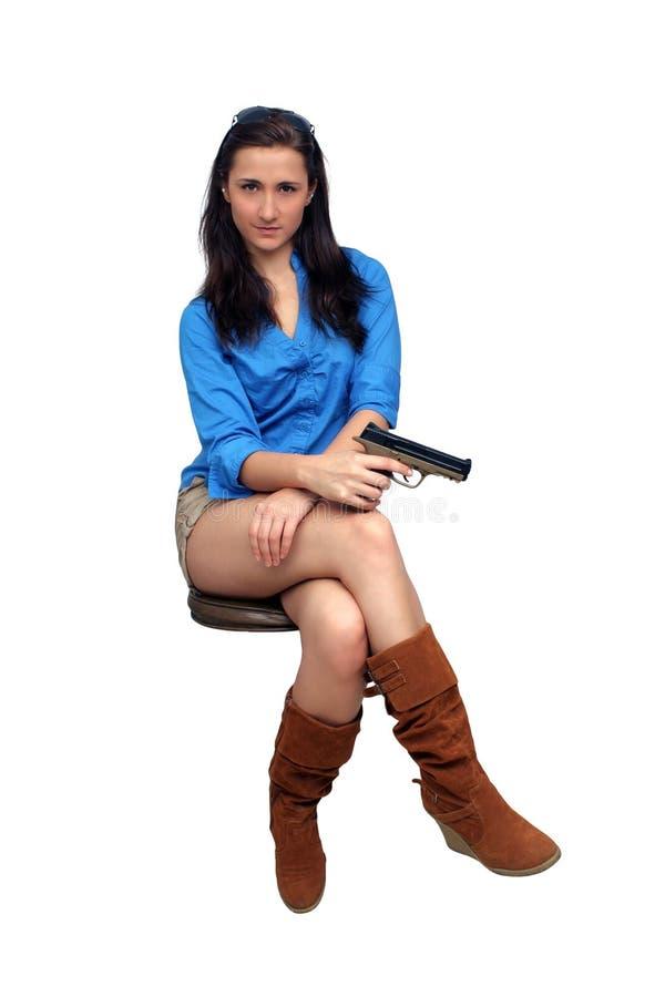 Brunette hermoso con una arma de mano fotos de archivo