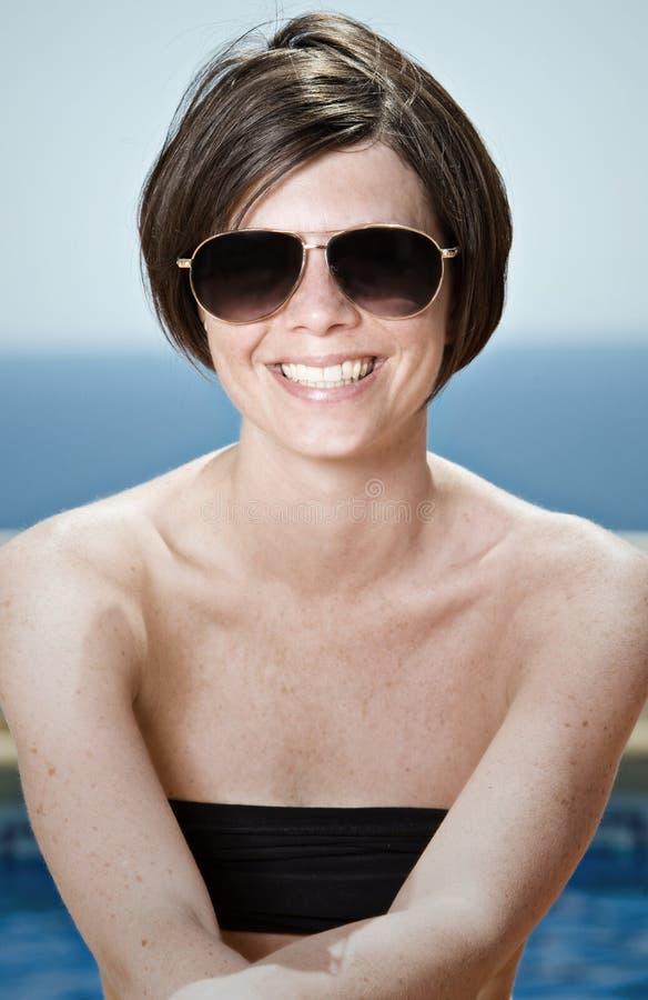 Brunette hermoso en gafas de sol imagen de archivo libre de regalías