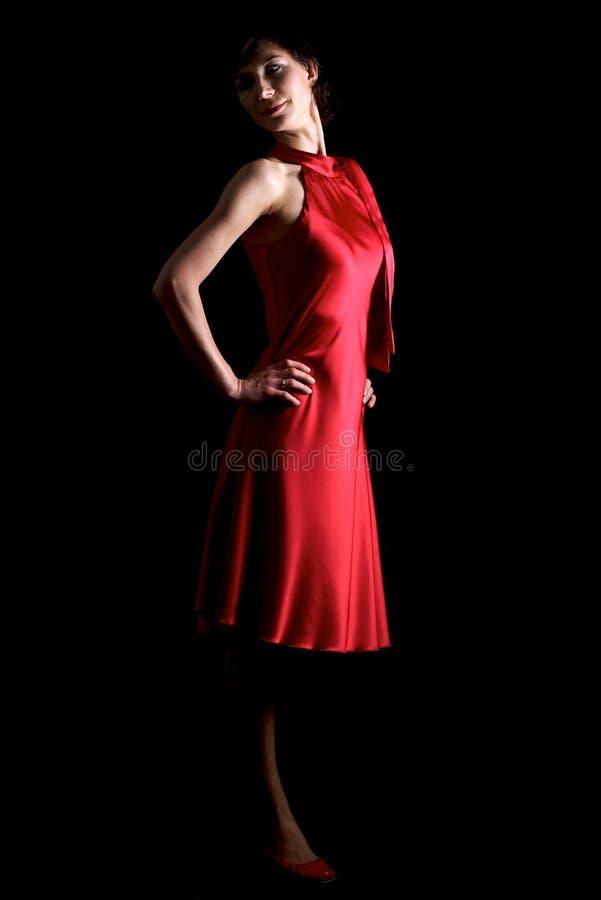 Brunette im roten Kleid stockfotografie