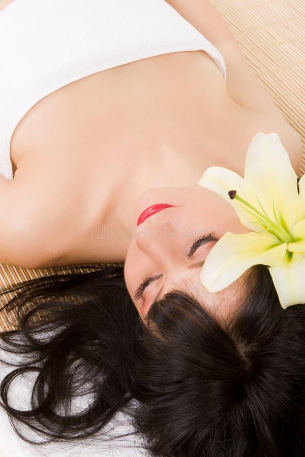 brunette lily spa στοκ φωτογραφία