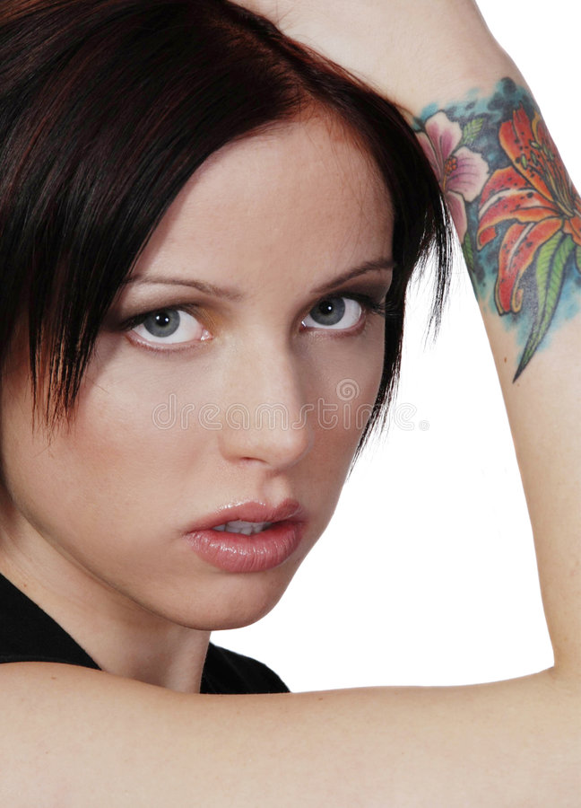 Brunette met tatoegering stock foto