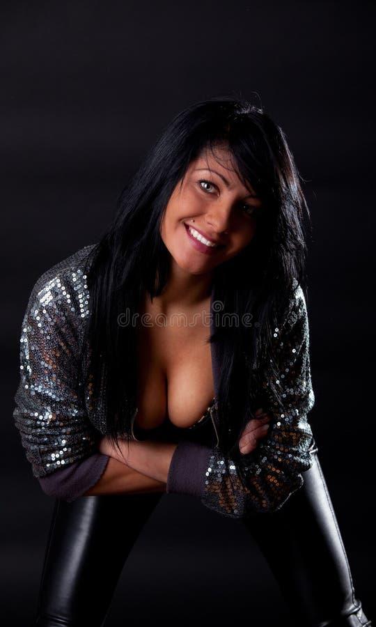 Brunette que mostra lhe melharucos bonitos fotos de stock