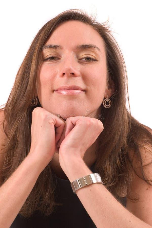 Brunette; rustende kin op handen royalty-vrije stock afbeelding