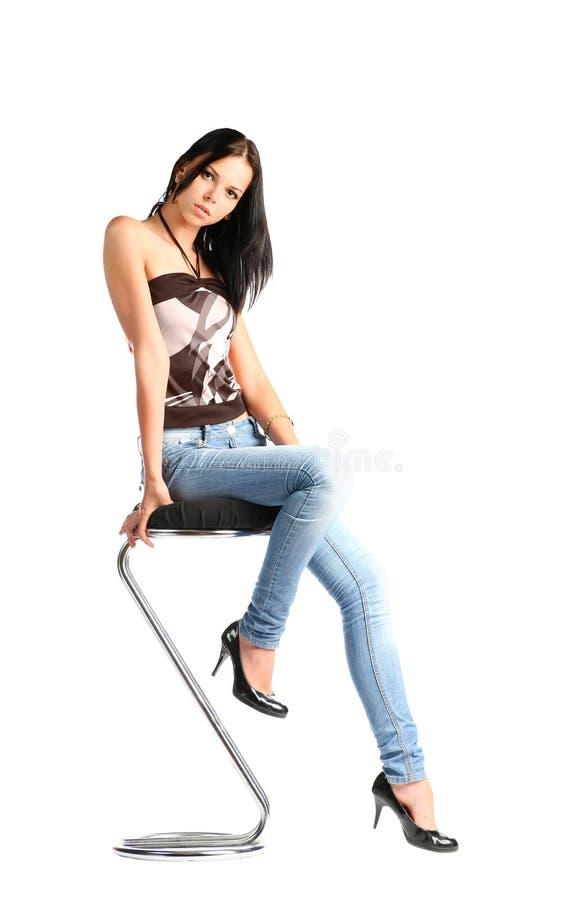 Brunette 'sexy' nas calças de brim imagem de stock royalty free
