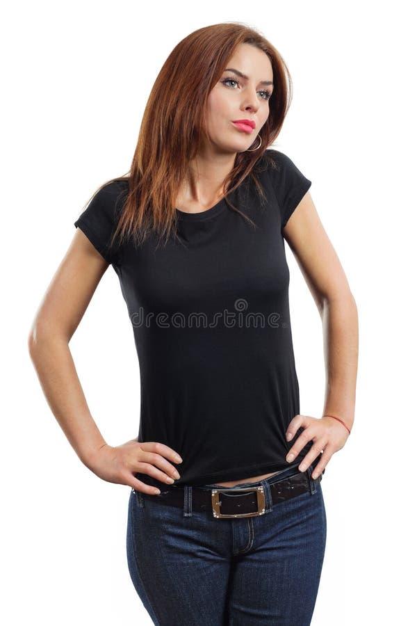 Brunette 'sexy' que desgasta a camisa preta em branco fotos de stock