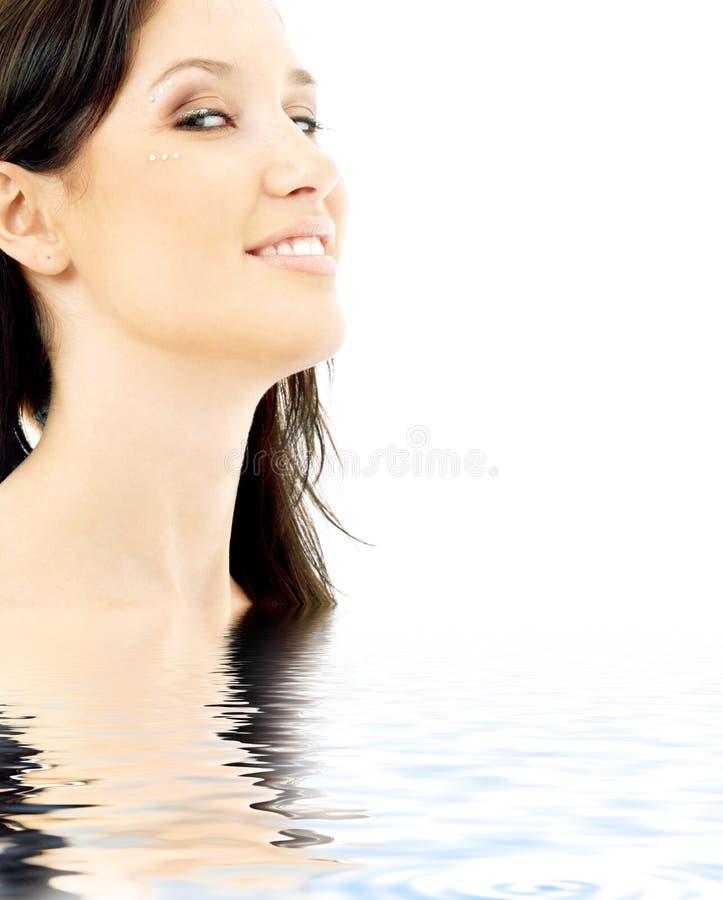 Brunette sonriente con el diamante fotografía de archivo libre de regalías