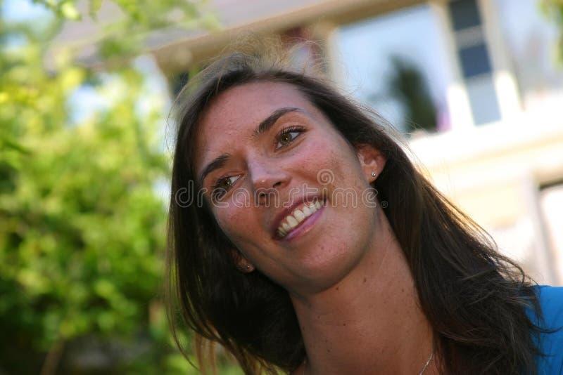 Brunette sorridente immagini stock libere da diritti