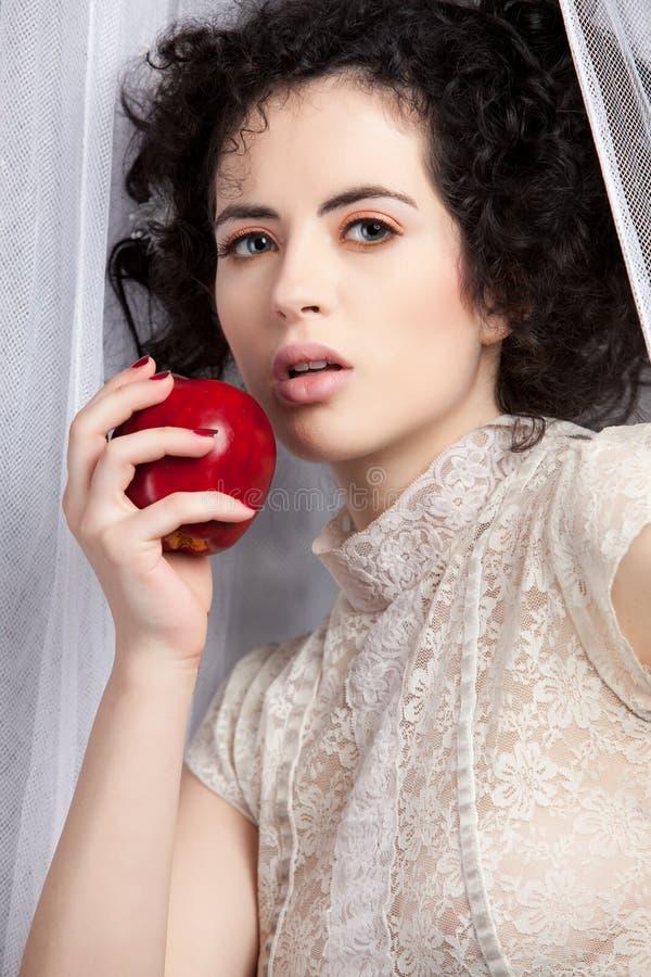 Brunettebaumuster mit Apfel lizenzfreie stockbilder