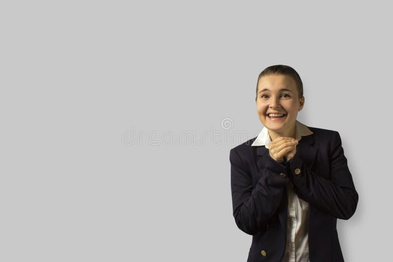 Brunettefrau, blaue Augen junge schöne Geschäftsfrau mit dem kurzen Haar zurück gekämmt, eine Jacke tragend stockbilder