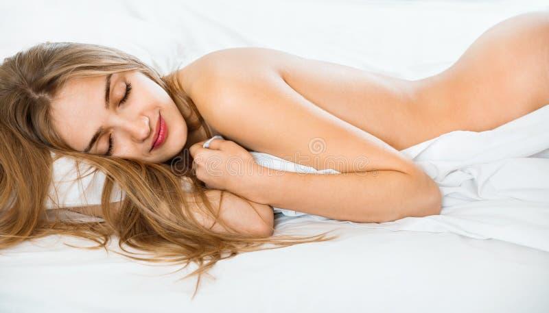 Nackt im Bett Bilder