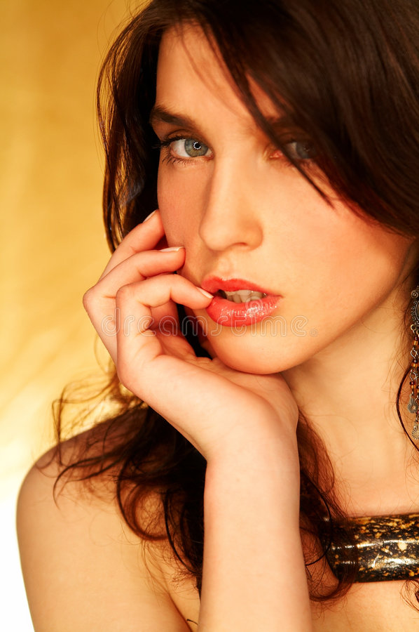 brunettmodellen poserar arkivfoto