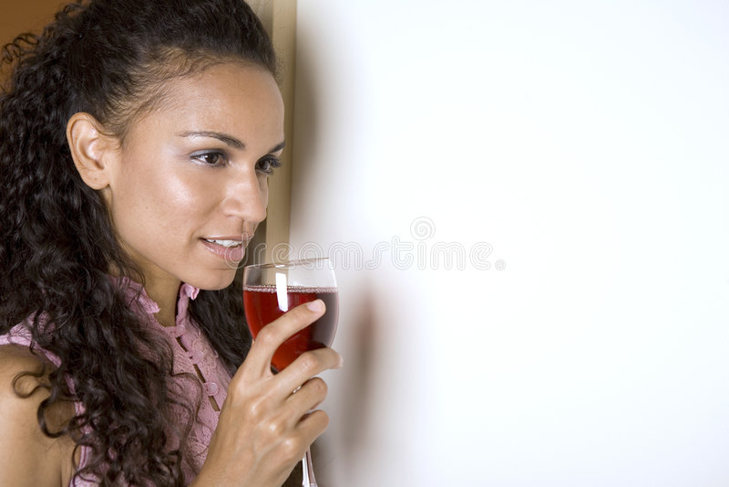 brunettrött vin royaltyfria foton