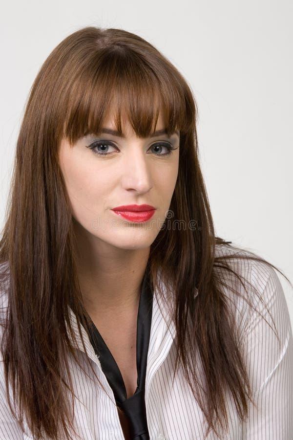 brunettståendekvinna royaltyfri foto