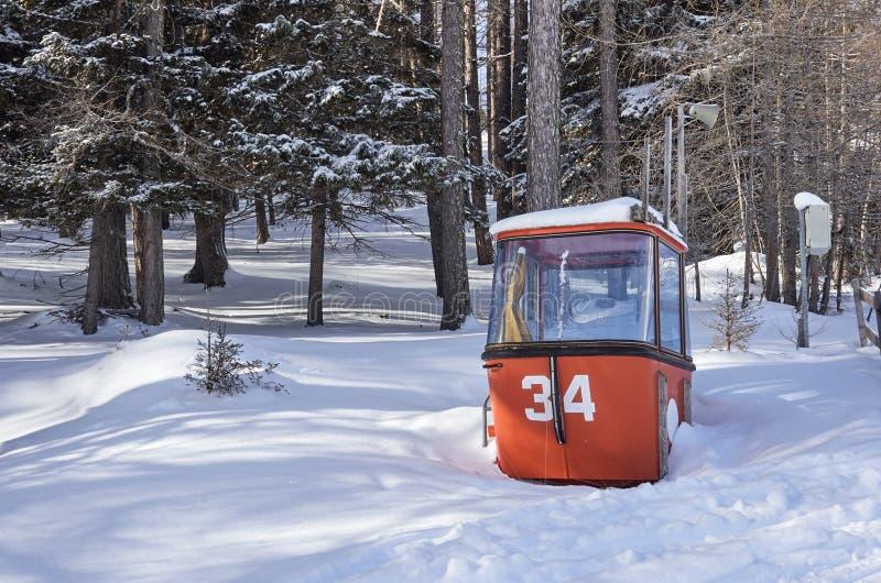 Brunnach Ski Resort, St. Oswald, Kärnten, Österreich - 20. Januar 2019: Nahm eine 40-Jahr-alte Weinlesegondel vom Nockalm gefange lizenzfreies stockfoto