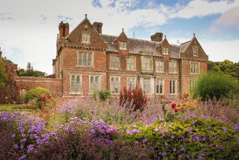 Brunnar inhyser och trädgårdar Wexford ireland royaltyfri foto