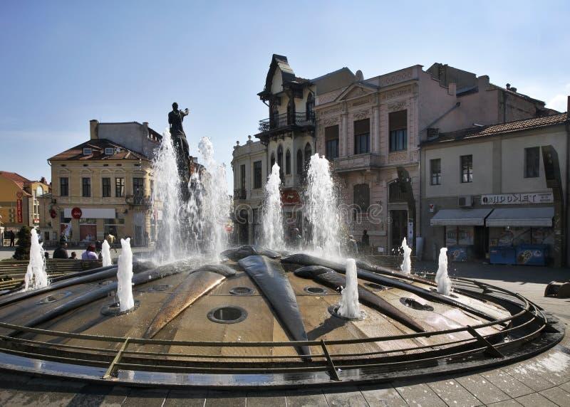Brunnen auf Magnolienquadrat in Bitola macedonia stockbild