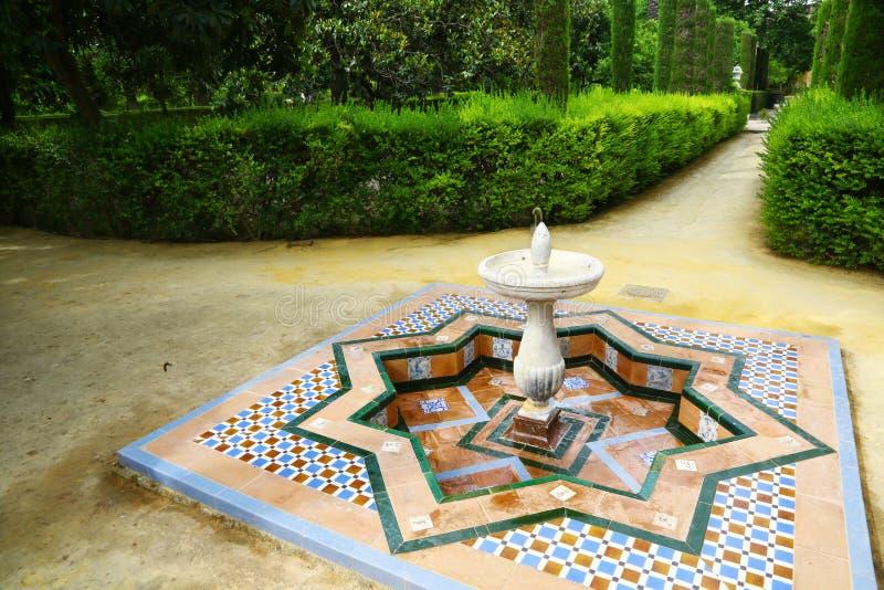 Brunnen in den Gärten von Reales Alcazares, Sevilla stockfotografie