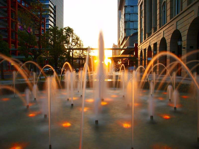 Brunnen in der Stadt lizenzfreie stockfotos
