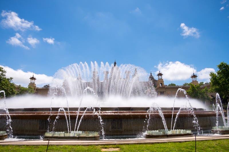 Brunnen des blauen Himmels stockfoto