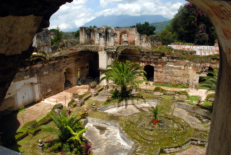 Brunnen-Francisco-Kirche Antigua stockfotografie